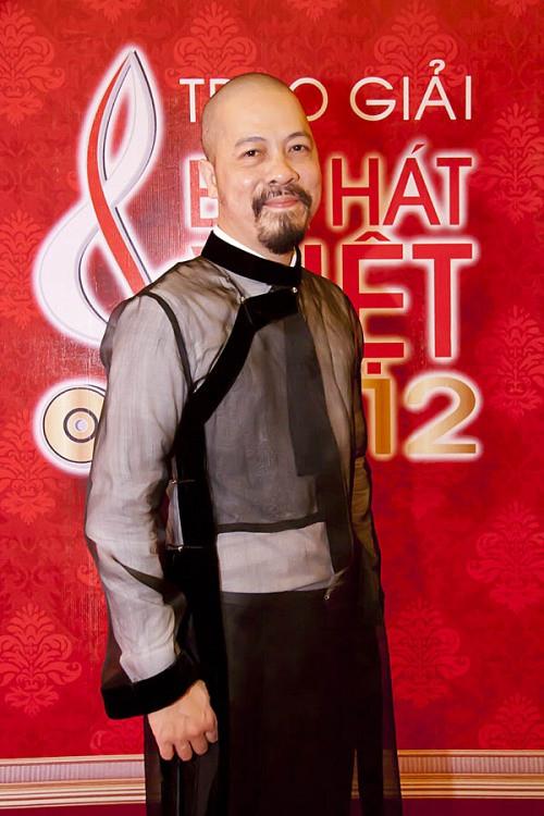 Hoa hậu Hà Kiều Anh gợi cảm với áo xuyên thấu lộ nội y