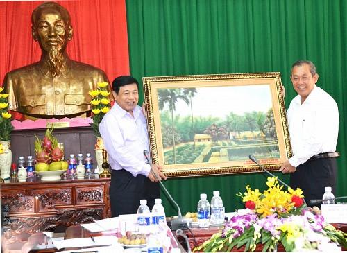 Chánh án TANDTC Trương Hòa Bình làm việc tại TAND tỉnh Nghệ An