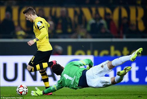 Cận cảnh Brussia Dortmund hồi sinh, thoát khu vực cầm đèn đỏ