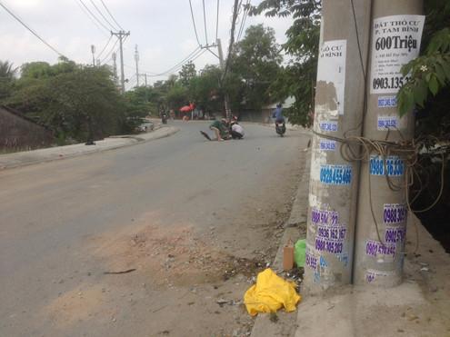 TP.HCM: Lao xe máy vào cột điện, 3 thanh niên 16 tuổi tử vong