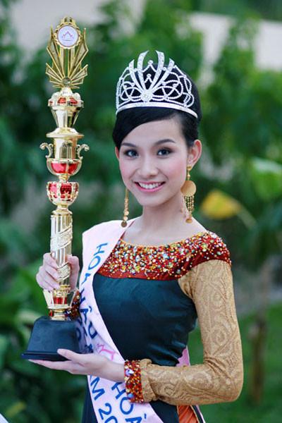 Cuộc thi Hoa hậu Hoàn Vũ Việt Nam 2015 chính thức khởi động