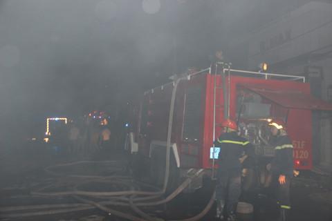 TP.HCM: Cháy lớn tại xưởng sản xuất nệm mút