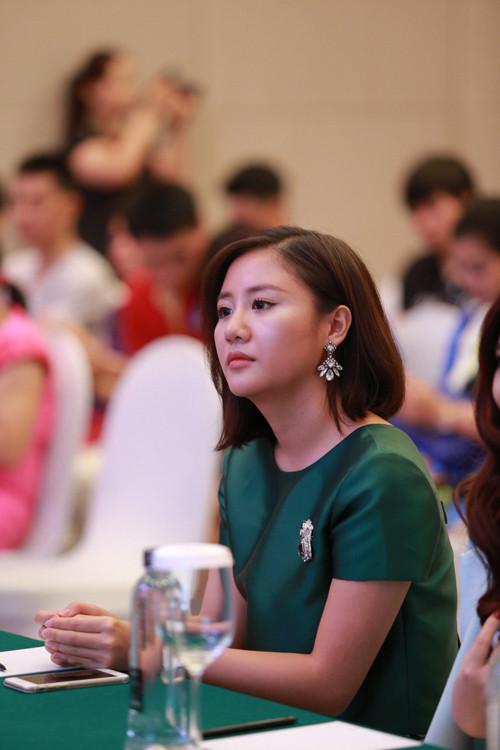 Văn Mai Hương lộ vẻ mệt mỏi sau nửa năm trầm cảm
