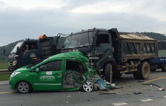 Tin tức tai nạn giao thông ngày 13/10: 4 người nhập viện sau va chạm liên hoàn