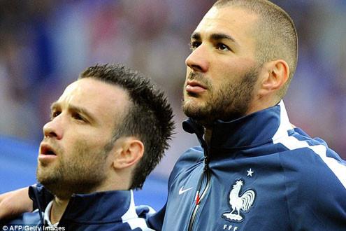 Dùng clip sex tống tiền đồng đội, Benzema và Valbuena bị loại khỏi ĐT Pháp