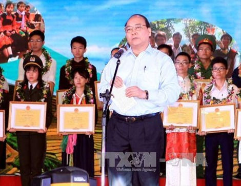 Tin tức thời sự ngày 7/11: Phó Thủ tướng Nguyễn Xuân Phúc dự Lễ tuyên dương học sinh giỏi dân tộc thiểu số