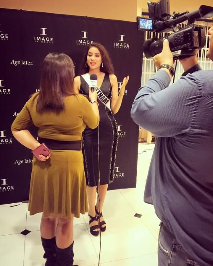 Giải mã sức hút của Phạm Hương tại Miss Universe 2015