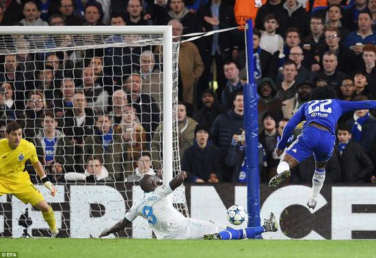 Chelsea hồi sinh, giành vé vào vòng knock-out Champions League