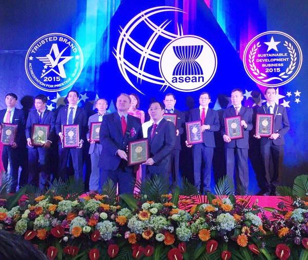 VietBank liên tiếp nhận 2 giải thưởng uy tín