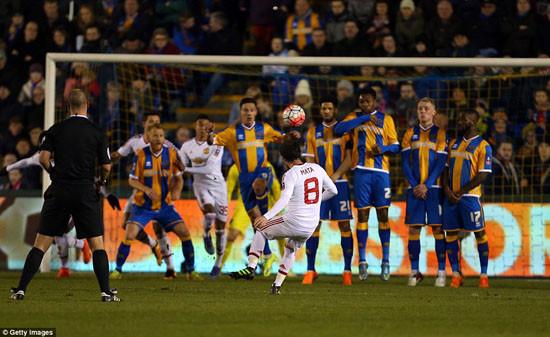 M.U thắng Shrewsbury, Van Gaal thở phào