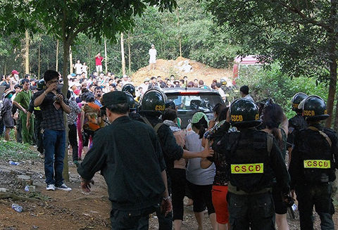 Đột kích sới bạc cực lớn tại Quảng Ninh, bắt giữ gần 100 con bạc