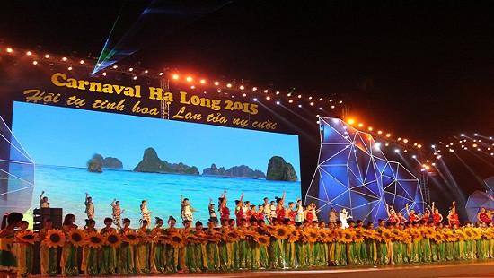 Quảng Ninh: Bắn pháo hoa tầm cao trong Đêm hội Carnaval 2016