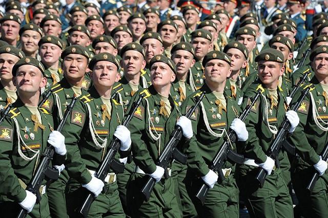Nụ cười lính Nga trong Lễ diễu binh là… chủ ý?