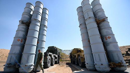 Iran trang bị hệ thống tên lửa phòng không S-300 của Nga
