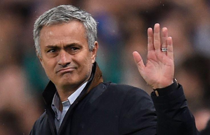 Mourinho hay Van Gaal sẽ gắn bó với Man Utd?