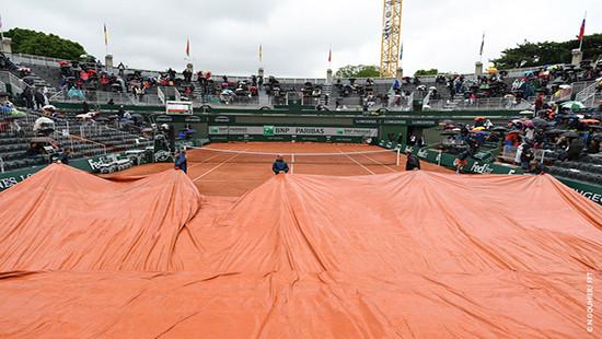 Trời mưa to Roland Garros hoãn tất cả các trận đấu