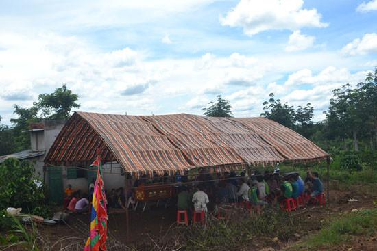 Đắk Lắk: Bé gái 7 tuổi chết lõa thể tại vườn cà phê
