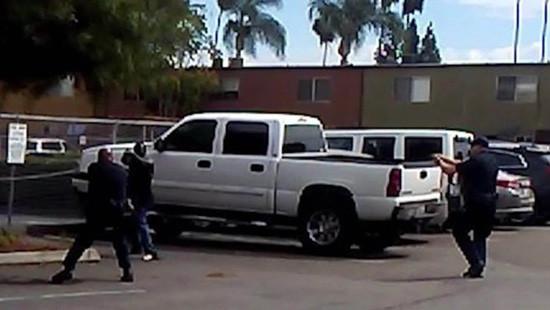 Mỹ tiếp tục công bố video cảnh sát bắn chết người da màu