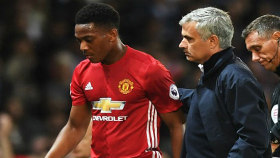 HLV Mourinho không được lòng các học trò tại M.U