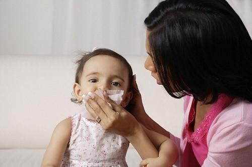 Đề phòng bệnh thường gặp cho trẻ khi giao mùa