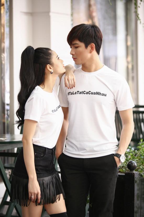 Vợ chồng Tim- Trương Quỳnh Anh diện đồ đôi siêu dễ thương