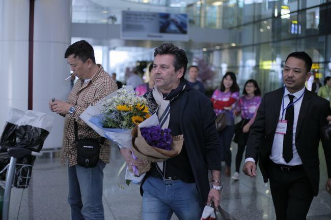 Modern Talking đã đến Việt Nam, chuyến bay hạ cánh lúc 6h45