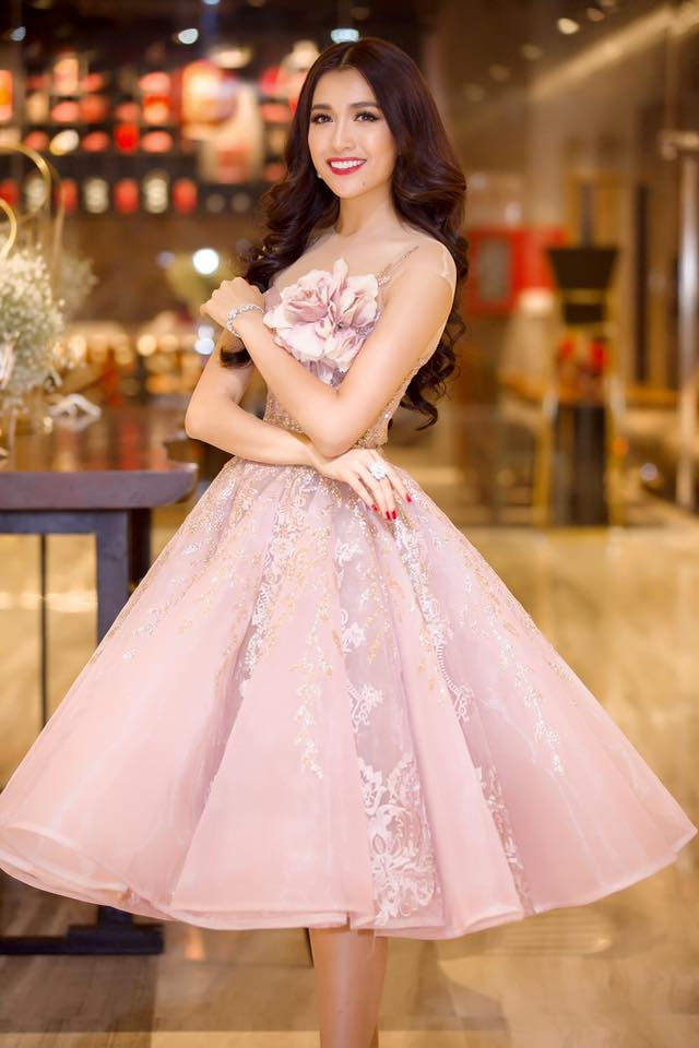 Hoa hậu Phạm Hương, Á hậu Lệ Hằng đẹp mê hồn trong đầm dạ hội