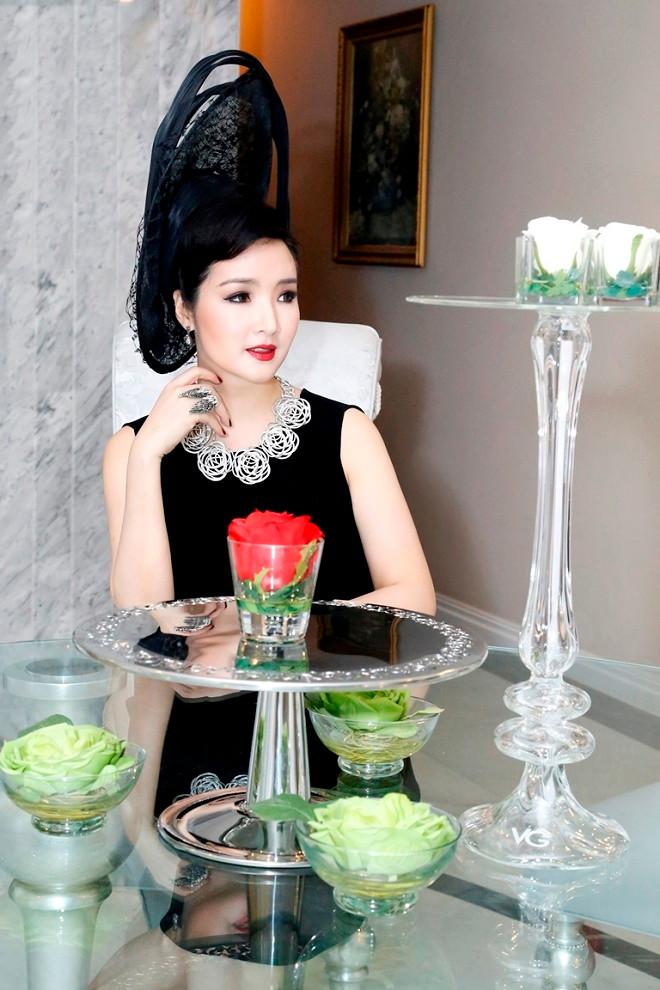 Hoa hậu Giáng My: Từ thảm đỏ sang chảnh đến lộng lẫy bí ẩn dẫn chương trình