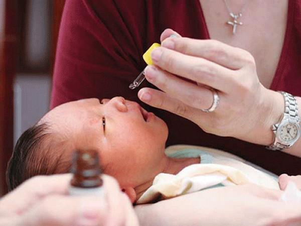 Trẻ viêm mũi mùa lạnh: Không nên lơ là