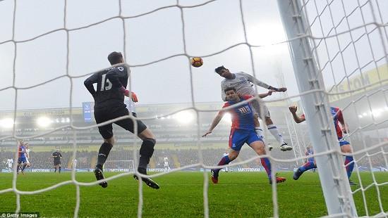 Premier League: Độc cô cầu bại Chelsea đánh bại Crystal Palace
