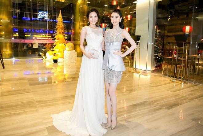 """Á hậu Hà Thu """"hẹn hò"""" hoa hậu Diệu Linh mặc lộng lẫy dự tiệc cuối năm"""