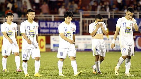 U21 Yokohama nhấn chìm nhà vô địch?
