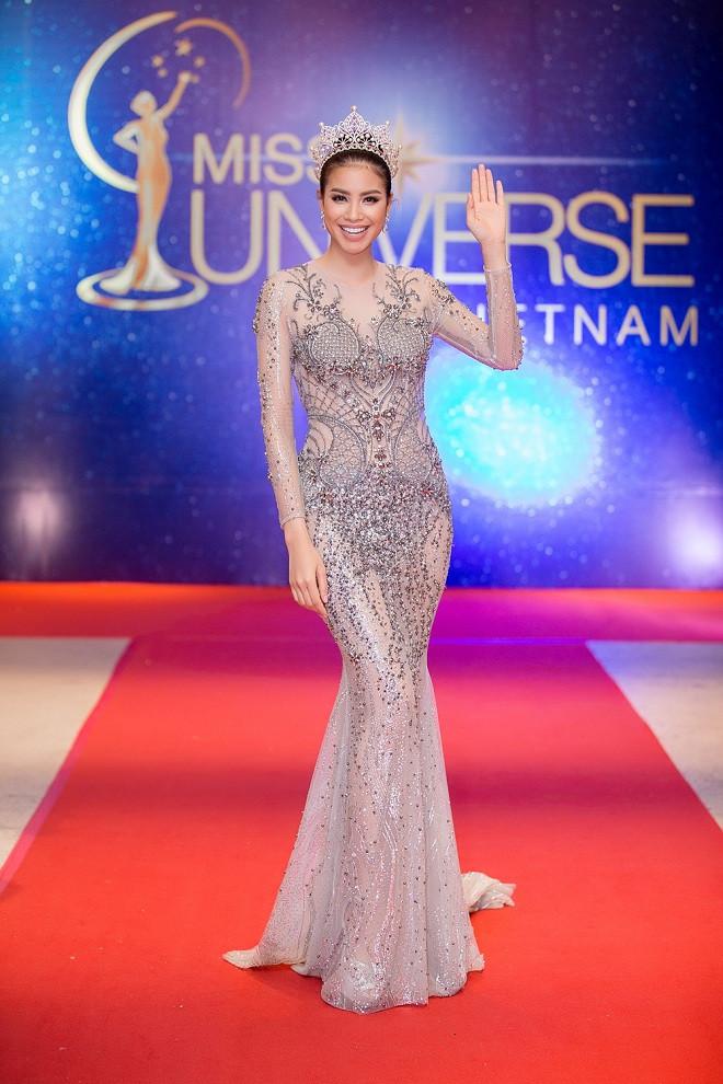 Hoa hậu Phạm Hương diện đầm xuyên thấu, đốt mắt người hâm mộ