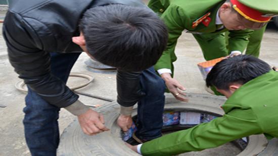Nghệ An: Phát hiện 500 kg pháo nổ giấu trong lốp xe