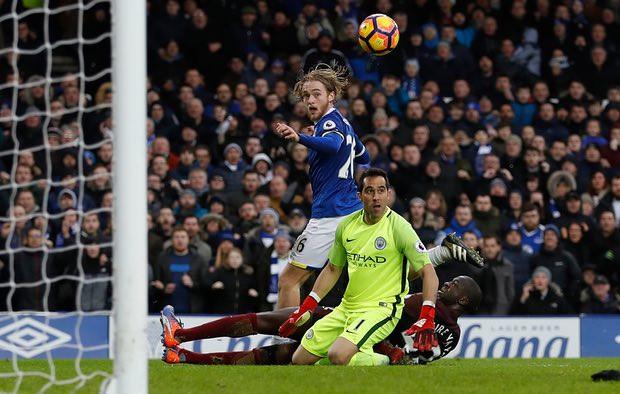 Premier League: Man City thảm bại trước Everton