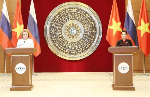 Chủ tịch QH Nguyễn Thị Kim Ngân, Chủ tịch nước Trần Đại Quang hội đàm; tiếp Chủ tịch Hội đồng LB Nga