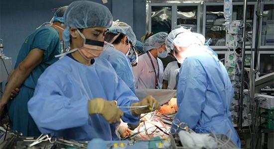 Thủ tướng gửi thư khen giáo sư, bác sỹ thực hiện thành công ca ghép phổi đầu tiên
