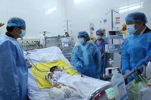 Ca ghép phổi đầu tiên: Sức khỏe bệnh nhi tiến triển tốt