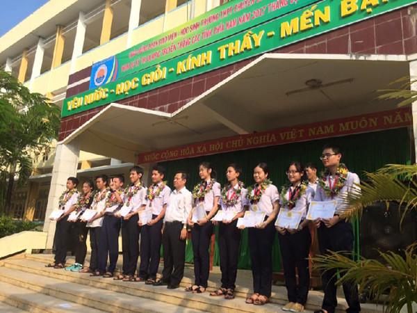 Thành tích tiêu biểu của của trường THPT chuyên Lương Văn Chánh-Phú Yên năm học 2016-2017