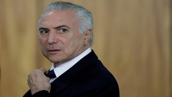 """Tổng thống Brazil """"dính đòn chí mạng"""" sau 1 năm nhậm chức"""