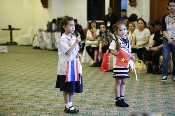 Khánh Linh so tài với các thí sinh ngoại quốc