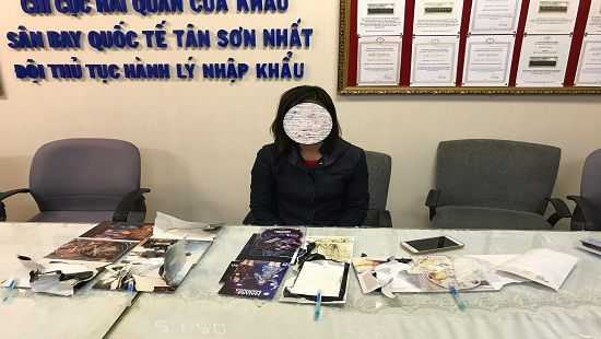 Một phụ nữ bị bắt giữ tại sân bay Tân Sơn Nhất vì vận chuyển cocain
