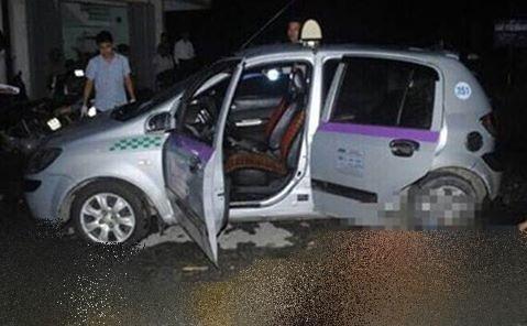 Điều tra vụ đâm vào mặt tài xế, cướp xe taxi liều lĩnh ở Hà Nội