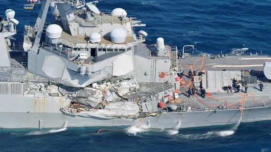 Chỉ huy tàu khu trục Mỹ bị sa thải sau vụ đâm tàu hàng Philippines