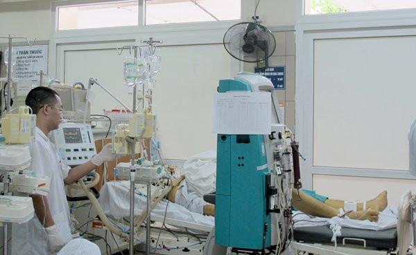Nam sinh uống 19 viên paracetamol để hạ sốt đã tử vong