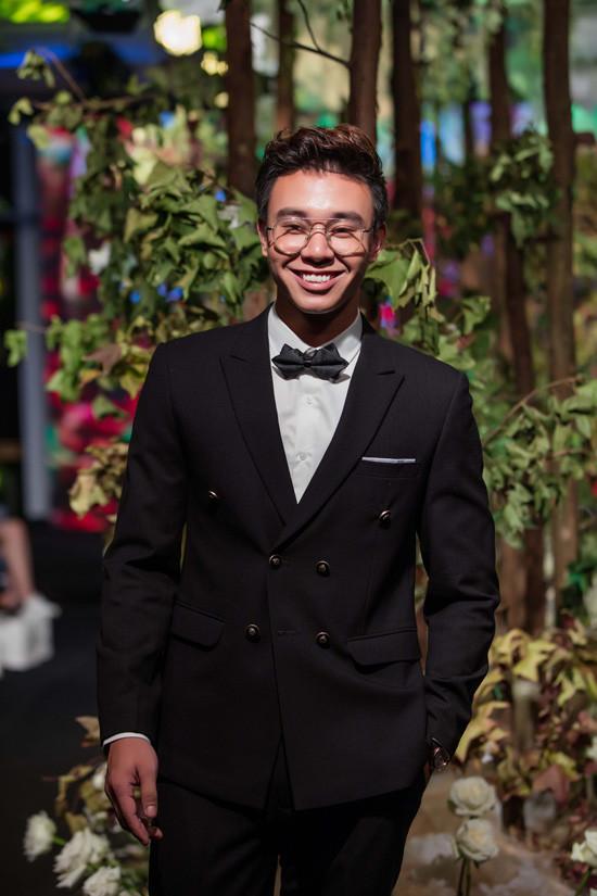 Siêu mẫu Hạ Vy ra mắt BST thời trang Thu – Đông 2017