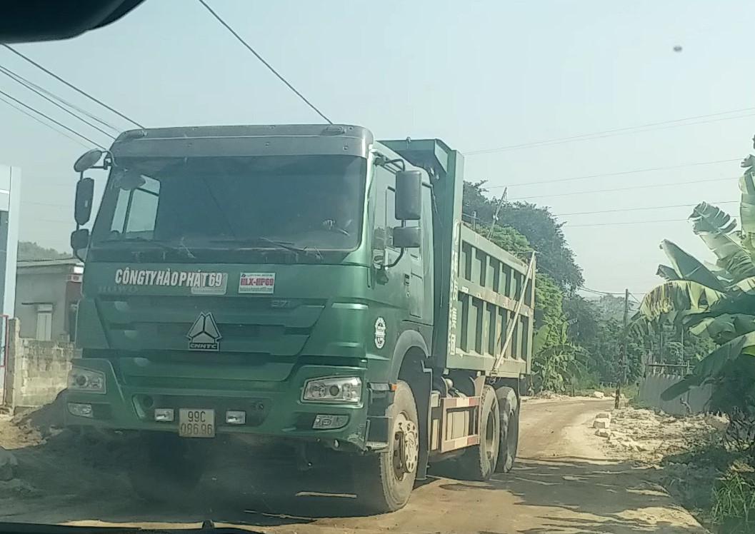 """""""Đất tặc"""" lại hoành hành tại thị xã Chí Linh (Hải Dương): Những đoàn xe """"hổ vồ"""" và tin nhắn """"xin cảm ơn"""" của ông Chủ tịch"""