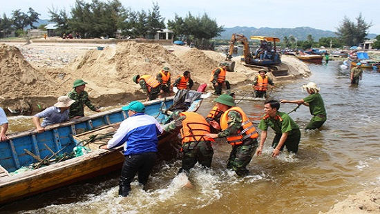 Khẩn trương triển khai công tác ứng phó cơn bão số 14