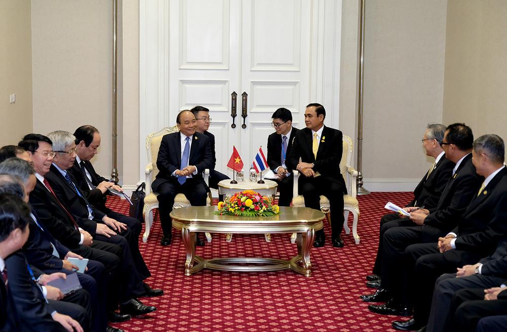 Thủ tướng Nguyễn Xuân Phúc gặp Thủ tướng Trung Quốc, Thái Lan