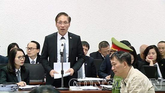 Bị cáo Đinh La Thăng mong HĐXX giảm nhẹ hình phạt cho thuộc cấp